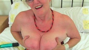 English gilf elaine sticks a badminton racket up her pussy 4