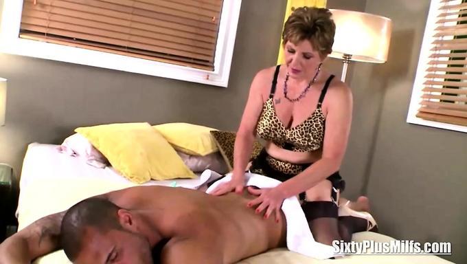 Домашнее порно массаж зрелой